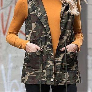 ee1011d44fd Boutique Jackets   Coats - 🍃PLUS-SIZE 3X LEFT CAMO HOODIE VEST NEW🍃